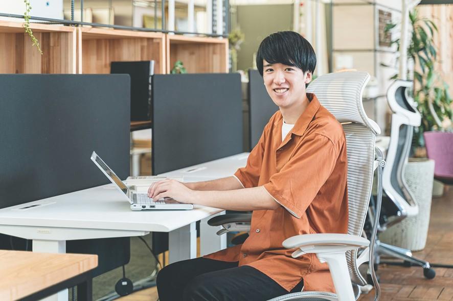 【学生インターンインタビュー】EXPACTは、チャレンジが苦手だった自分を変えてくれた場所、SNS運用担当伊藤さんが成長できたワケとは?